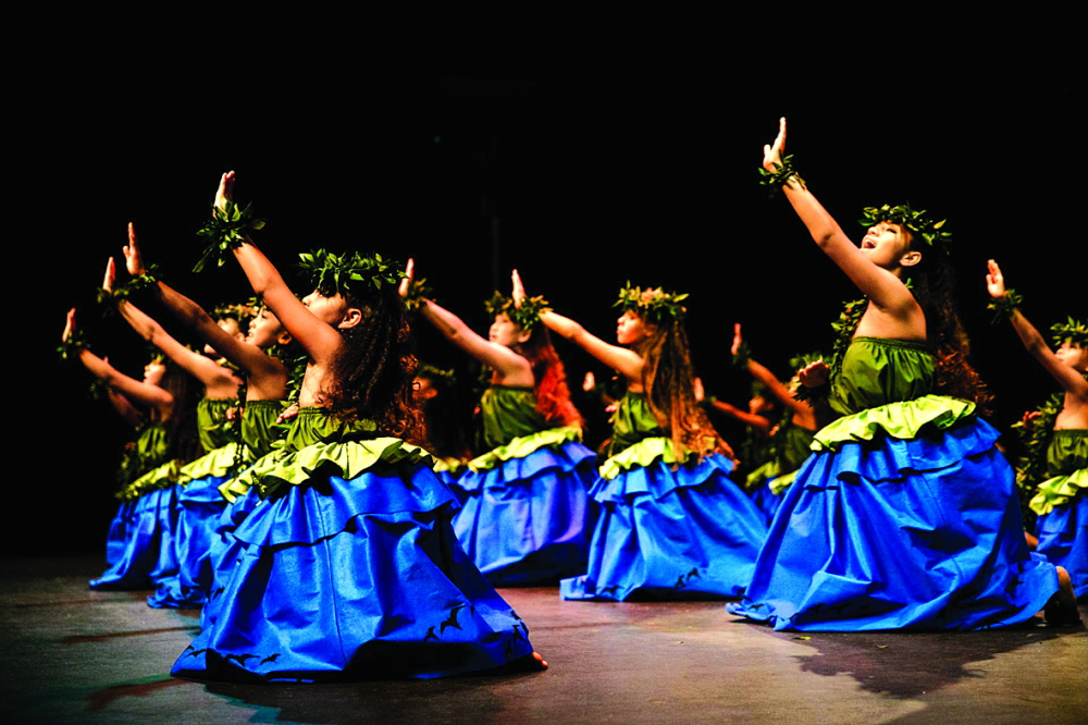 Điệu múa hula từ lâu đã là hình ảnh nổi bật của hòn đảo Hawaii. Ngay cả khi ngành du lịch gặp khó khăn, các vũ công vẫn muốn mang tinh thần lạc quan trong điệu nhảy đến mọi người