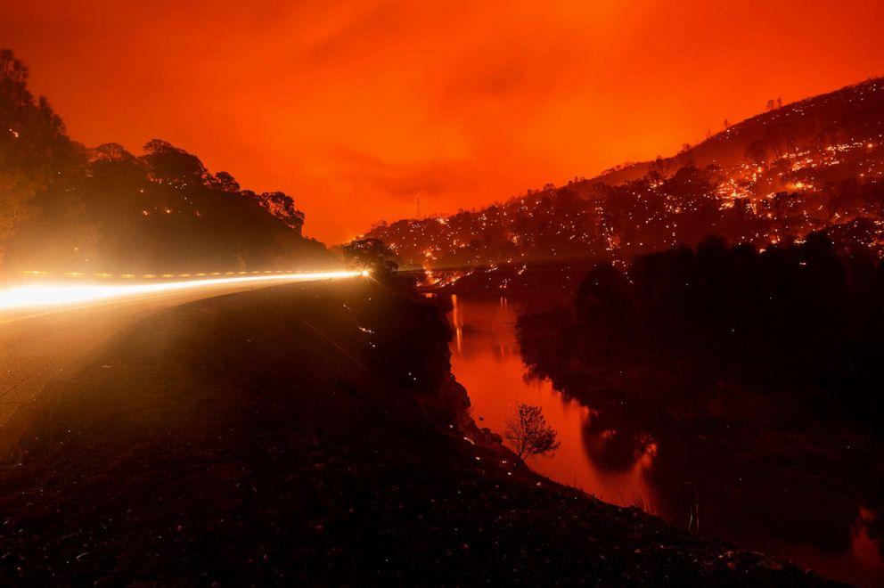 Đám cháy bên hồ Berryessa ngày 18/8 - Ảnh: AFP/Getty Images