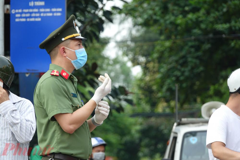 Lực lượng Công an, an ninh cũng có mặt để chuẩn bị cho thời điểm dỡ bỏ cách ly.