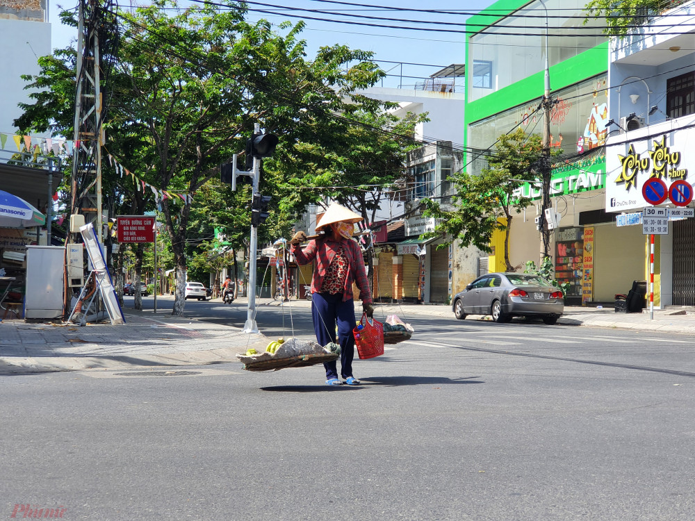 Đà Nẵng đề nghị các tỉnh thiết lập đường dây nóng và thông báo số lượng người dân có nhu cầu về quê để thành phố có kế hoạch xét nghiệm và bố trí xe chở tới điểm tập kết