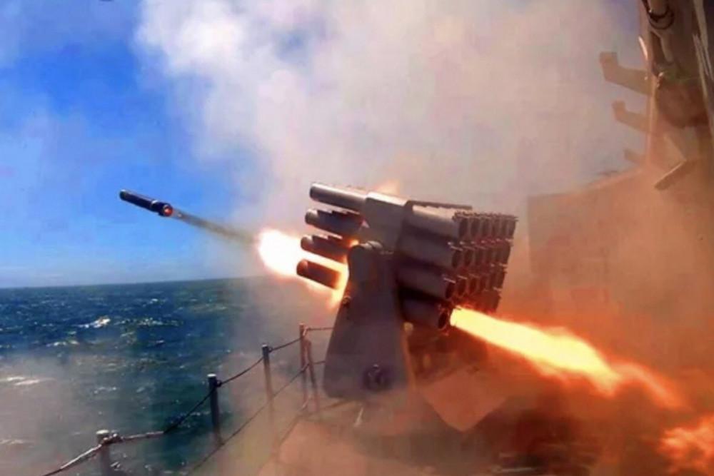 Giữa lúc thế giới đang căng thẳng đối phó với dịch bệnh, Trung Quốc đã gia tăng các cuộc tập trận, uy hiếp an ninh khu vực trên biển Hoa Đông và Biển Đông
