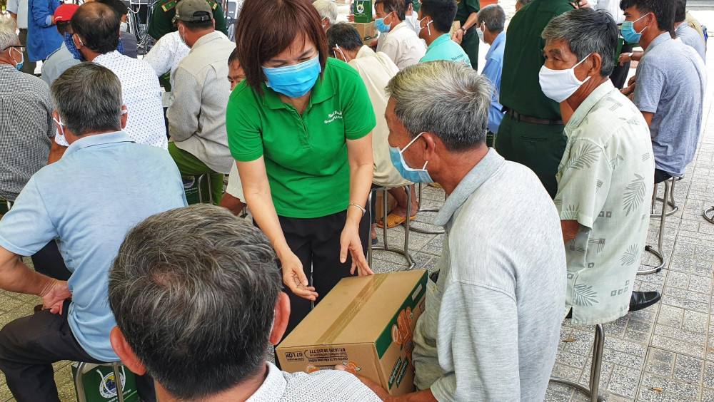 Trước đó, NutiFood đã trao hàng ngàn thức uống dinh dưỡng cho lực lượng Bộ đội biên phòng và người dân vùng biên giới tại Tây Ninh, góp sức cùng toàn dân chung tay đẩy lùi COVID-19. Ảnh: Nutifood cung cấp