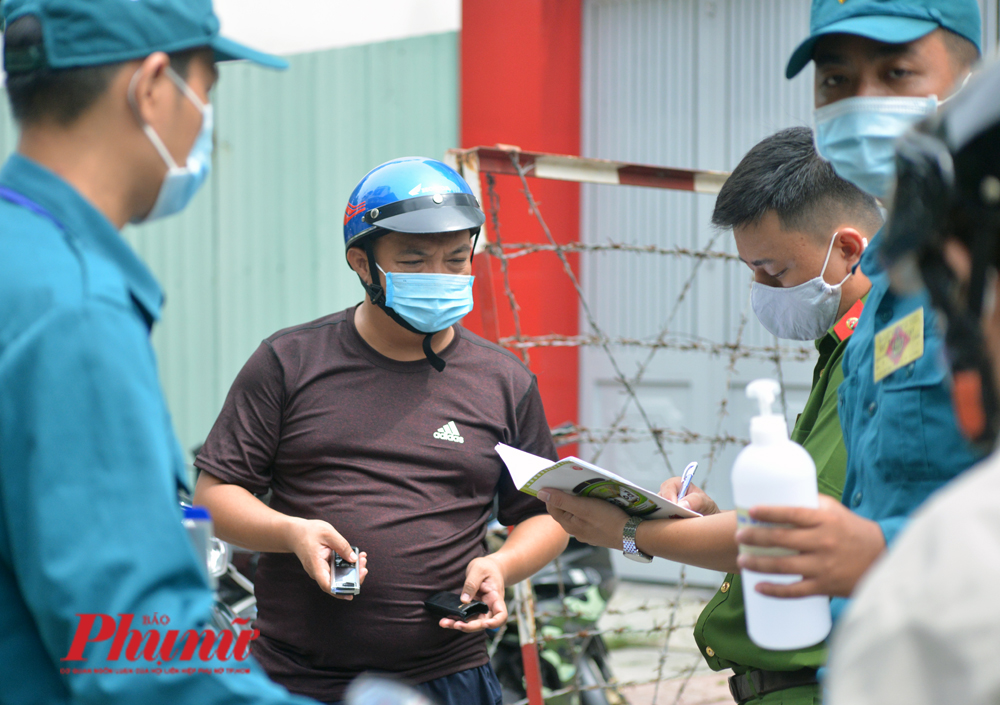 Phong tỏa hộ dân tại TP.HCM liên quan đến ca bệnh COVID-19 trong đợt dịch bùng phát cuối tháng 7/2020