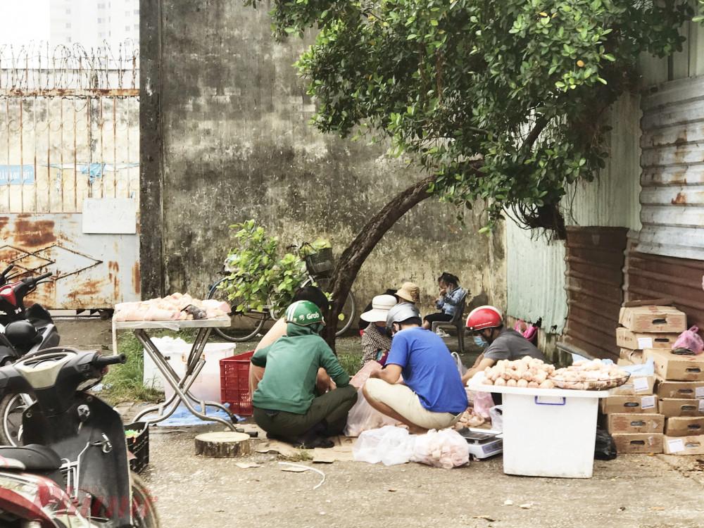 Chợ thực phẩm bẩn vây quanh các chợ đầu mối thực phẩm