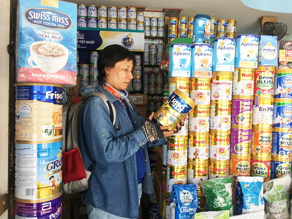Rất nhiều loại sữa công thức được giới thiệu là hàng xách tay từ Mỹ, Úc, Nhật nhưng có thể là hàng nhập lậu từ Trung Quốc, Campuchia
