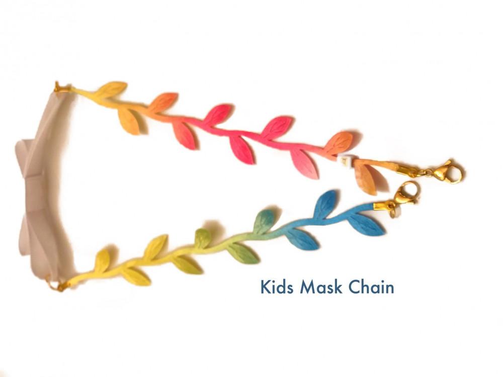 Những mẫu dây chuyền được thiết kế dành cho các bé gái rất sặc sỡ và đáng yêu.