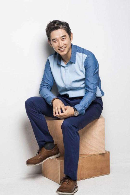 Nam diễn viên Kim Won Hae dừng mọi hoạt động sau khi nhiễm SARS-CoV-2.