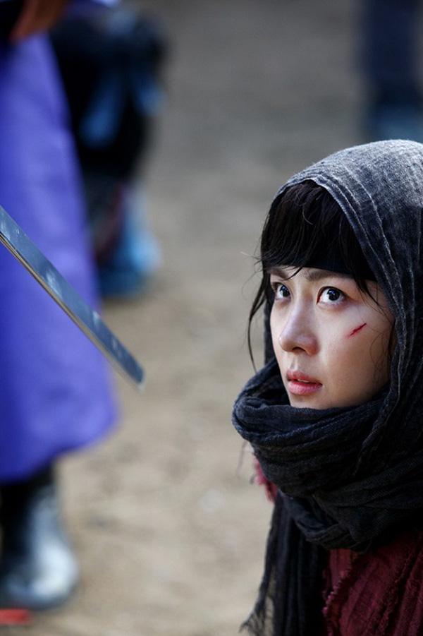 Ha Ji Won thương tích đầy mình với vai diễn trong Hoàng hậu Ki.