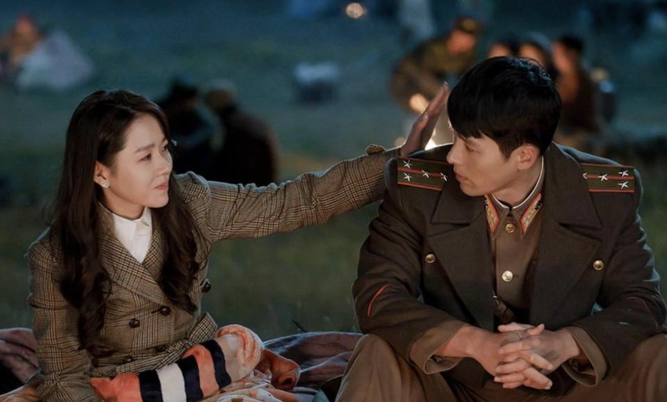 Sau Hạ cánh nơi anh, Son Ye Jin và Hyun Bin liên tục vướng tin đồn phim giả tình thật nhưng cả hai đã lên tiếng phủ nhận.
