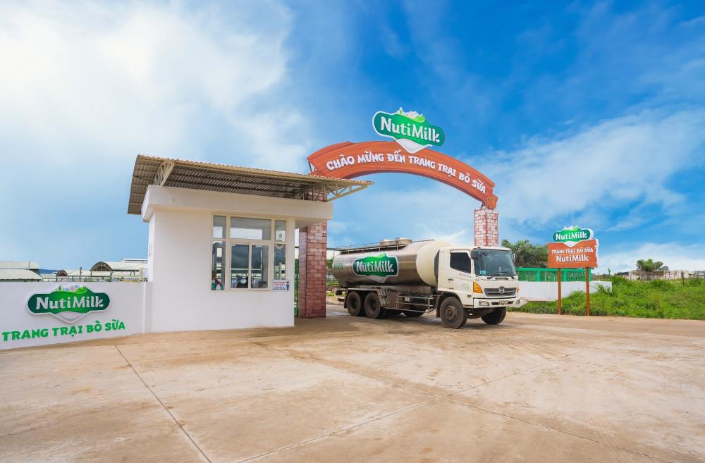 Cổng trang trại bò sữa NutiMilk
