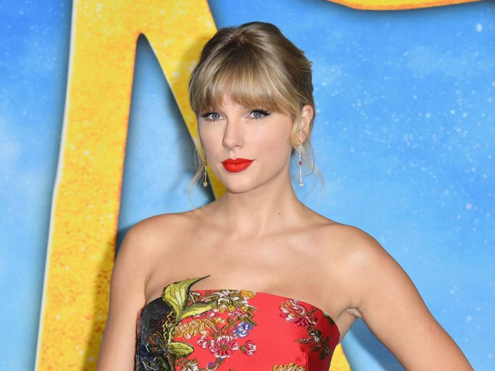 Taylor Swift được truyền cảm hứng từ lời kêu gọi của nữ sinh.