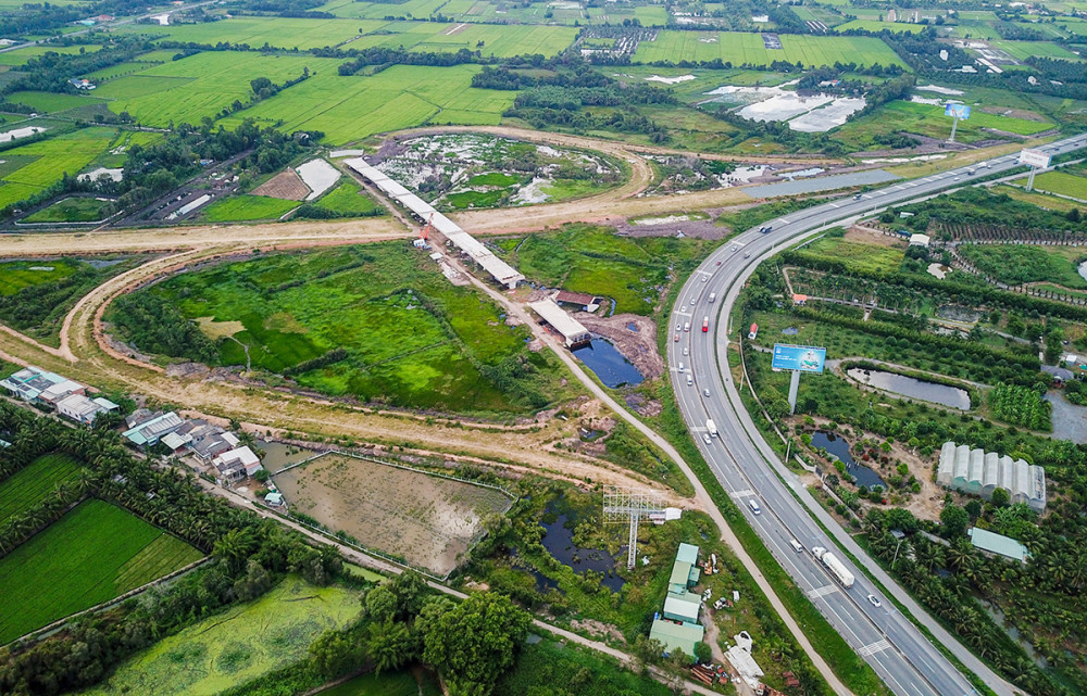 Nút cao tốc Trung Lương - Mỹ Thuận nối với cao tốc TP HCM - Trung Lương tại huyện Châu Thành, Tiền Giang - Ảnh: Quỳnh Trần