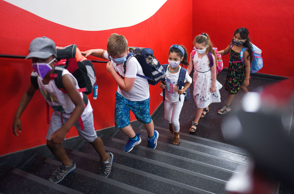 Sự lây truyền hạn chế COVID-19 được tìm thấy trong nghiên cứu chăm sóc trẻ em của Hoa Kỳ.