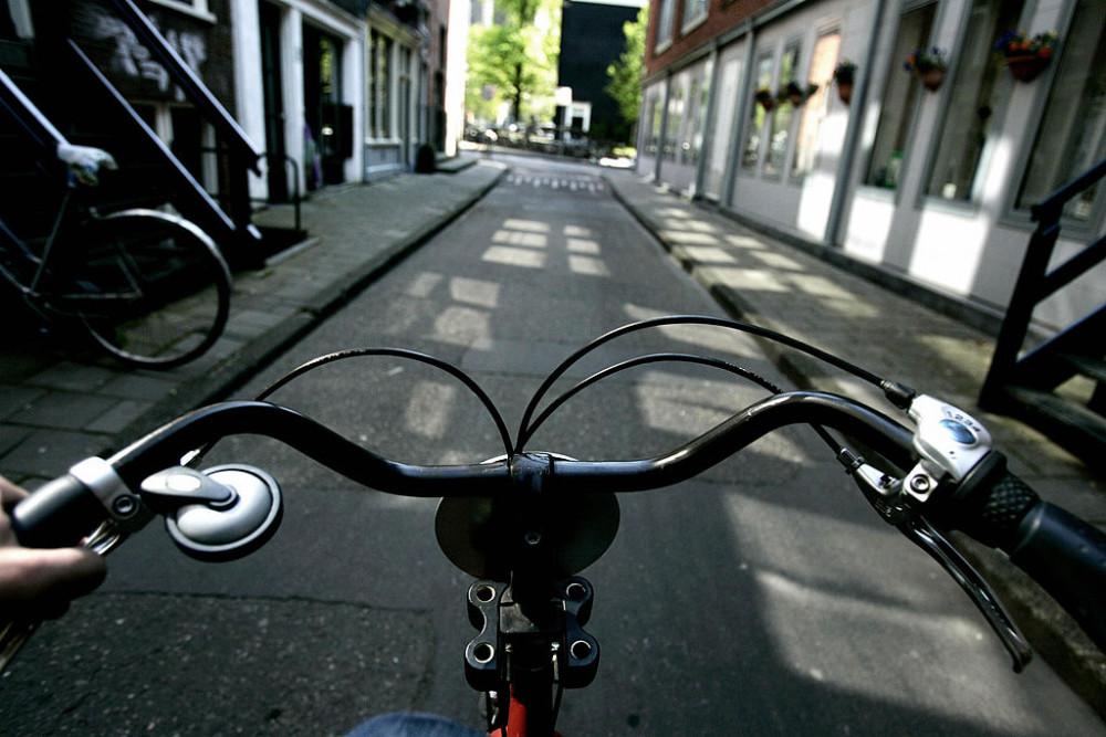Khả năng kết nối hoàn hảo giữa các làn đường dành riêng cho xe đạp khiến việc di chuyển bằng xe đạp ở nội ô các thành phố ở Hà Lan càng dễ dàng hơn bao giờ hết - Ảnh: Rick Nederstigt/AFP via Getty Images