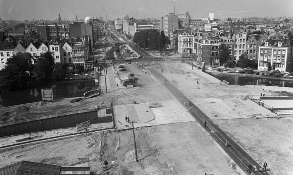 Vào những năm 1970, chính quyền các độ thị ở Hà Lan xem trọng phát triển ô tô dẫn đến việc phá bỏ hàng loạt công trình dân sinh để xây dựng đường xá phục vụ giao thông - Ảnh: Fotocollectie Anefo/Society for the Nationaal Archief