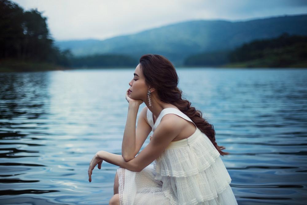 Hồ Ngọc Hà vừa cho ra mắt album gồm 10 ca khúc ballad