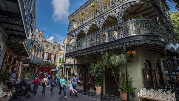 Một con đường ở khu vực quảng trường New Orleans - Disneyland