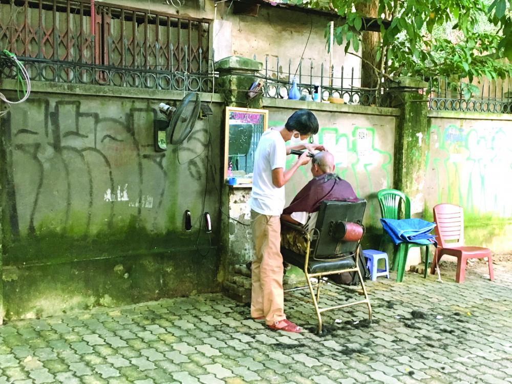 Người lao động tự do ở Hà Nội. Trong đó, cắt tóc tự do không nằm trong nhóm được hỗ trợ