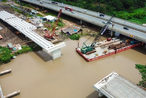 Cầu tạm An Phú Đông