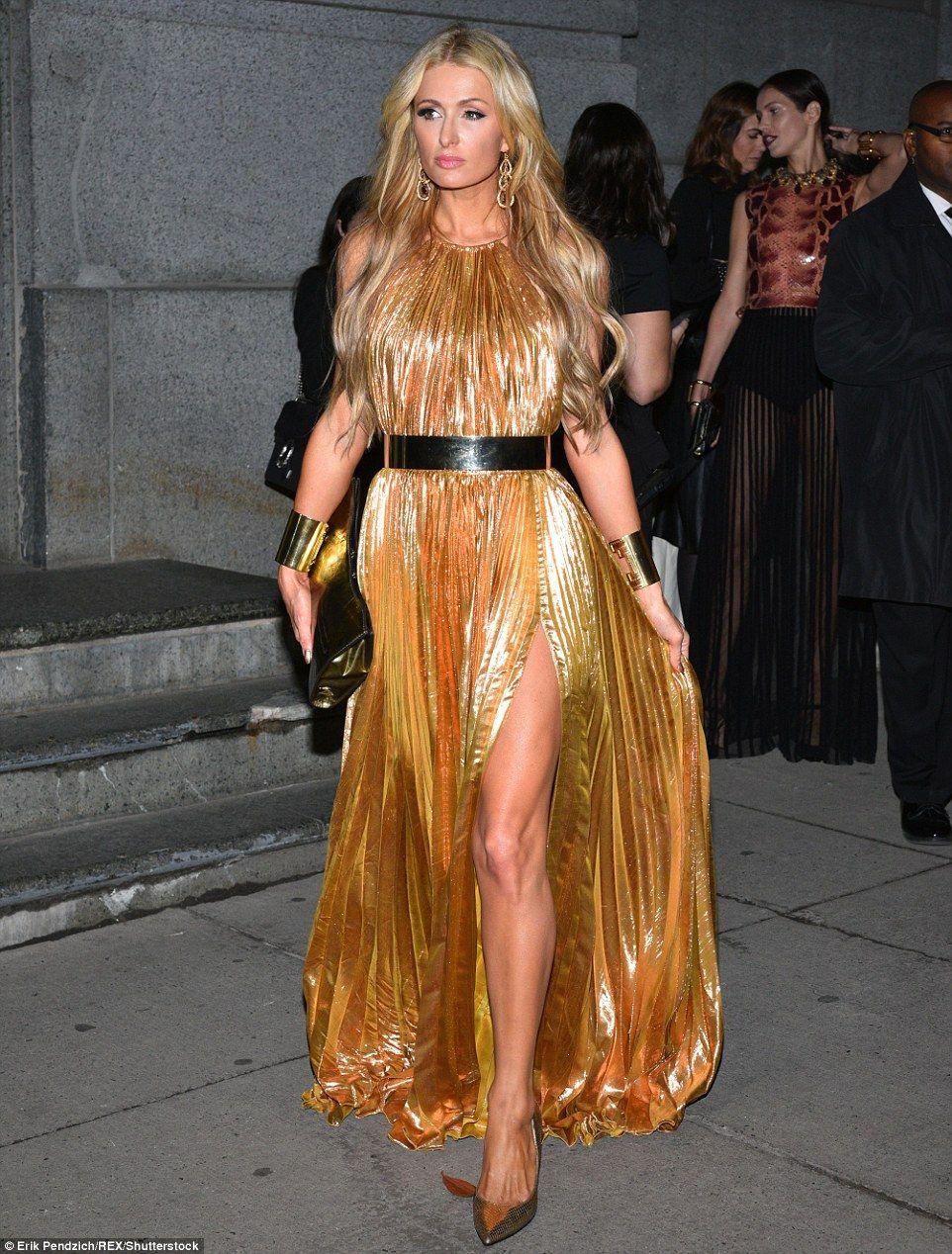Nữ ca sĩ xuất hiện rạng rỡ tại một sự kiện. Những chuyện về quá khứ, dù được phóng viên đề cập nhiều nhưng hầu như, Paris Hilton đều từ chối chia sẻ.