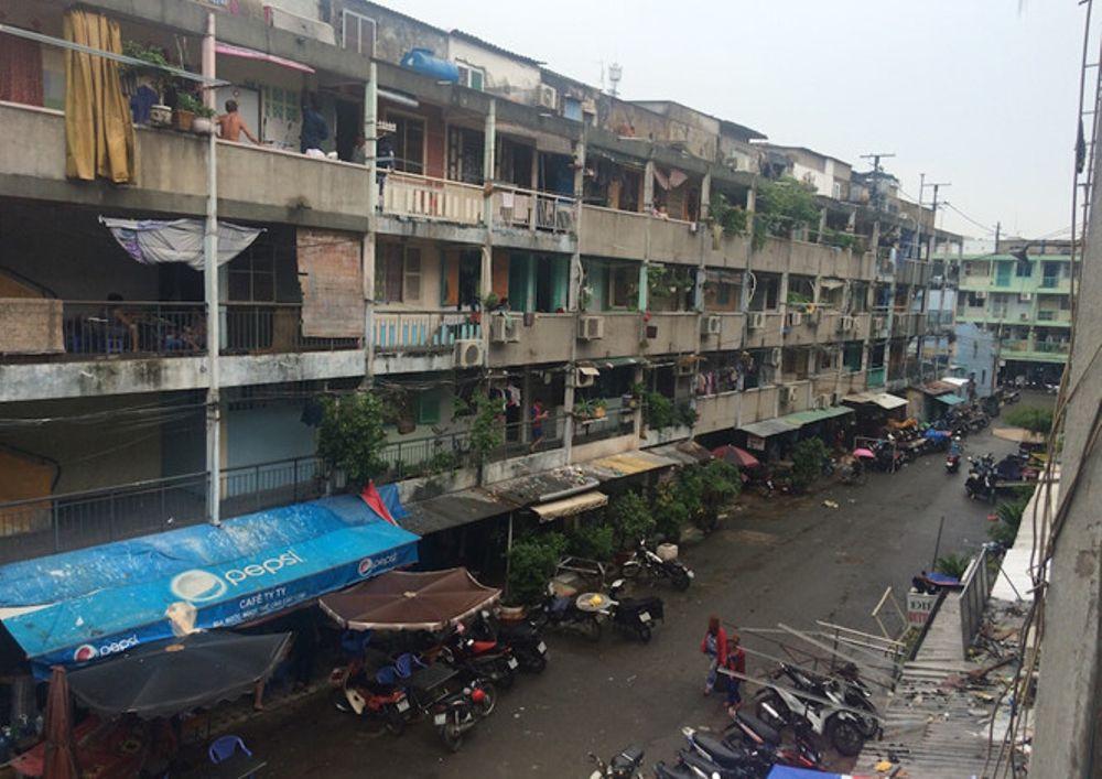 Chung cư Nguyễn Thiện Thuật (phường 1, quận 3) xuống cấp rất nhiều