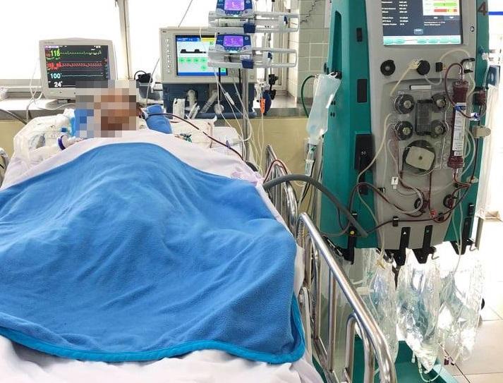 Sáng nay, tình trạng sức khỏe của anh T. có khá hơn, vẫn thở máy nhưng trao đổi oxy ở phổi cải thiện.