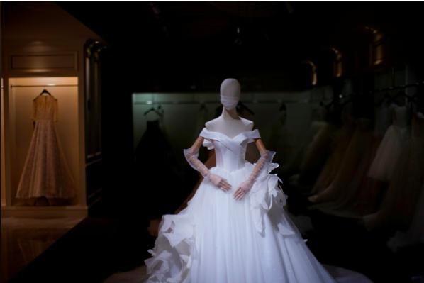 Cửa hàng váy cưới ở Tô Châu đìu hiu vì dịch COVID-19