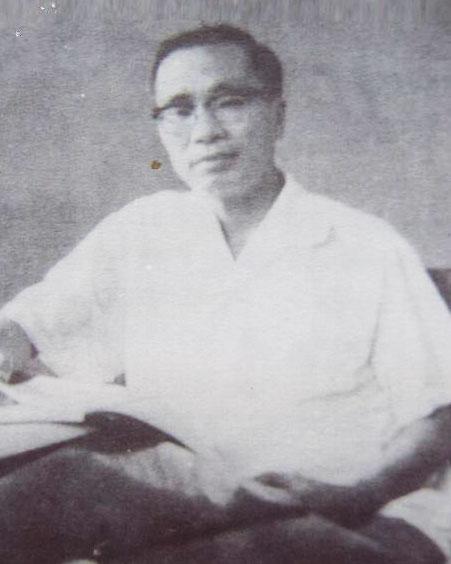 Thi phẩm Ngày về của nhà thơ Chính Hữu không được phổ biến rộng rãi vì giọng điệu, dáng vẻ cứ như vừa bước ra từ trang sách anh học trò tiểu tư sản.