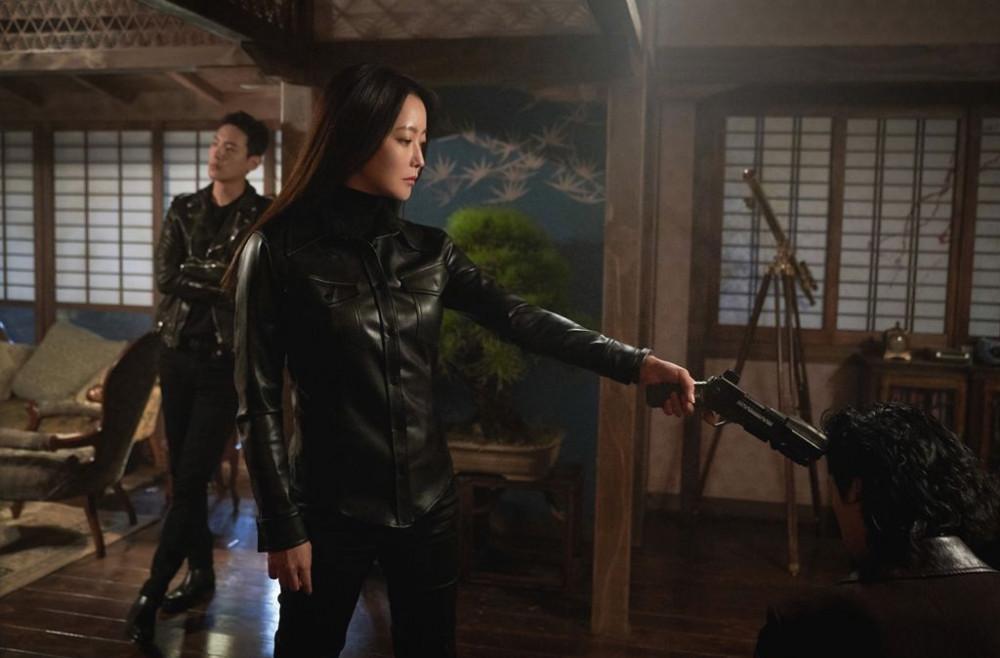 Kim Hee Sun mạnh mẽ khi thực hiện các cảnh quay hành động.
