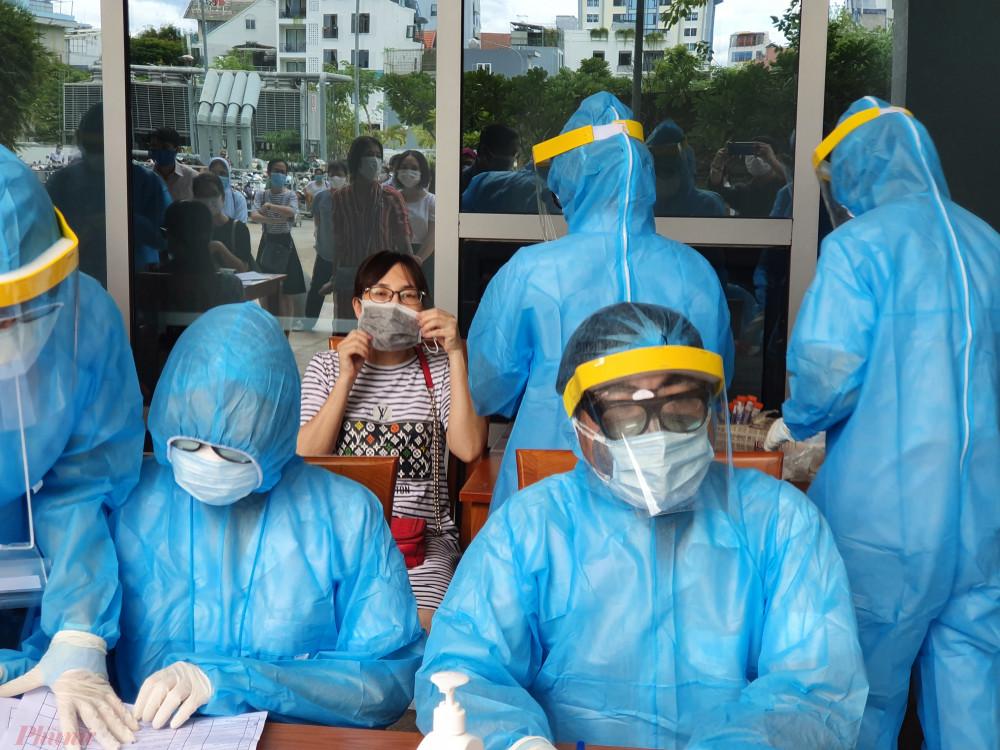 Tất cả thí sinh và những người liên quan đến kỳ thi sẽ được lấy mẫu xét nghiệm SARS-CoV-2