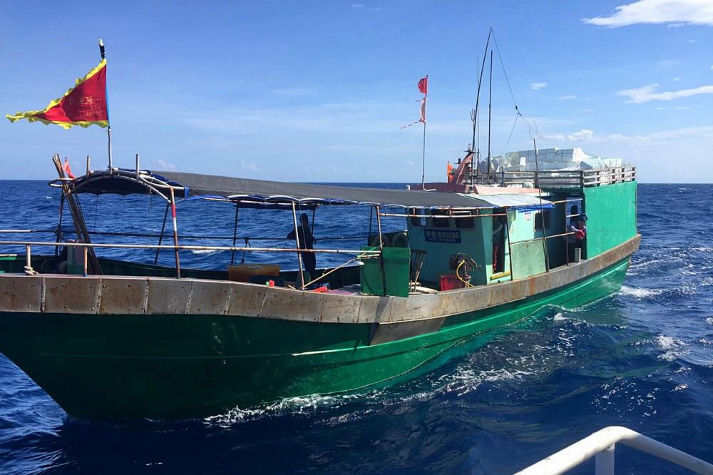 Sau khi lập biên bản vì phạm tàu cá  Trung Quốc được lực lượng chức năng xua đuổi ra khỏi vùng lãnh hải  Việt Nam
