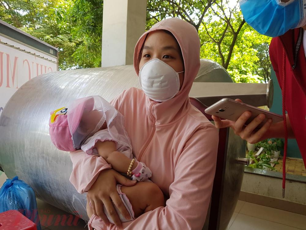 Bé gái 2 tháng tuổi khỏi bệnh COVID-19
