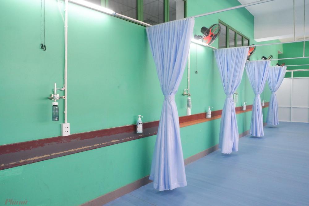 Từng khoa phòng được tiêu độc, khử khuẩn
