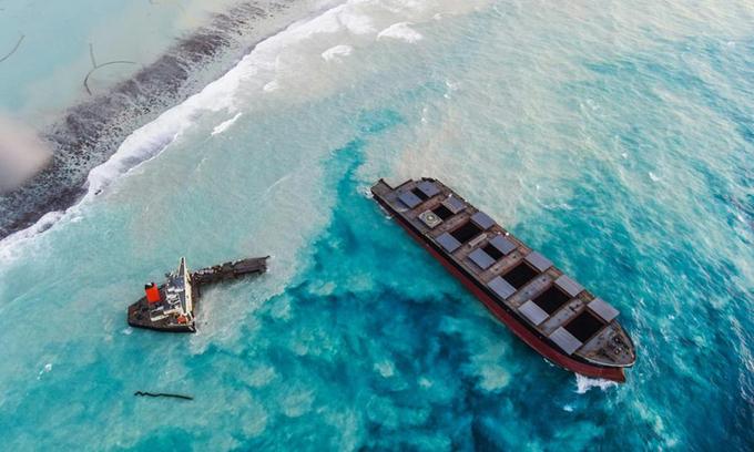Con tàu gãy đôi ngoài khơi Mauritius