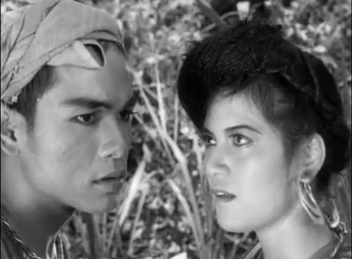 NSND Trần Phương (trái) trong Vợ chồng A Phủ.