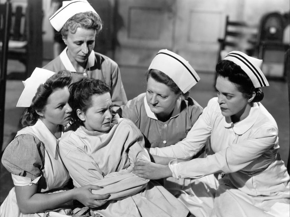 """Trong phim """"The Snake Pit"""" (1948), Olivia de Havilland vào vai một phụ nữ phải sống trong trại tâm thần - Ảnh: Pinterest"""