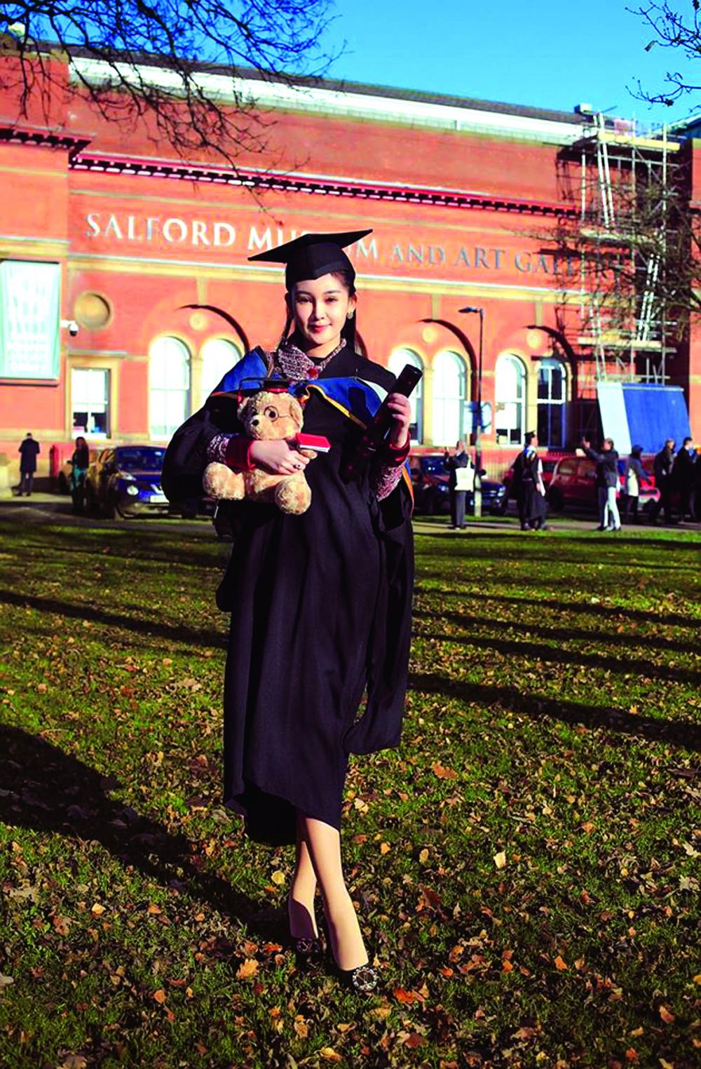 Ngày tốt nghiệp thạc sĩ tại Đại học Salford