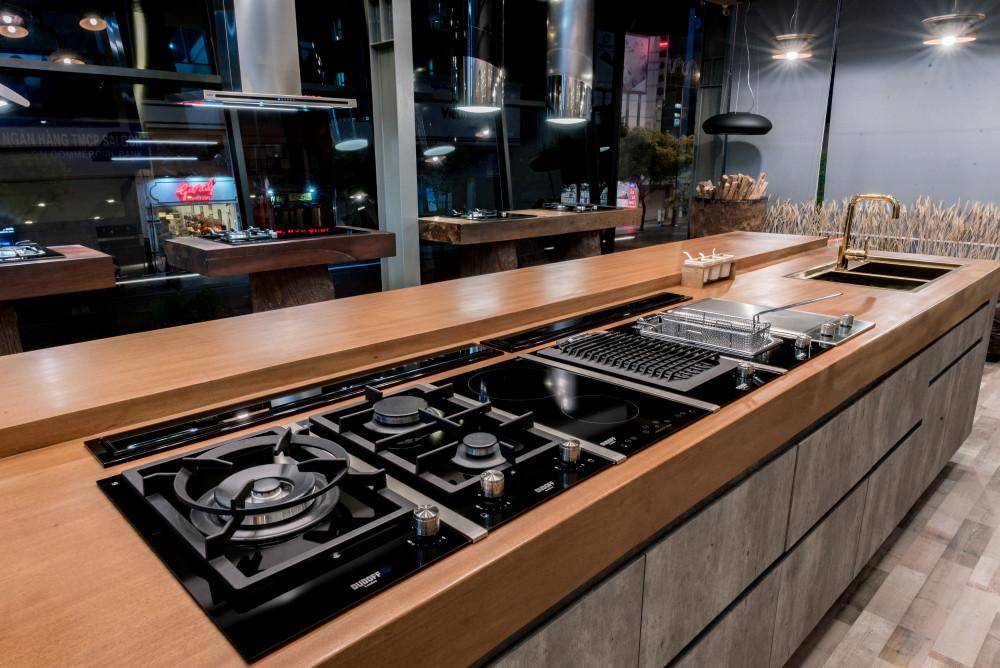 Không gian bếp tinh tế, trang nhã cùng bộ bếp Domino.