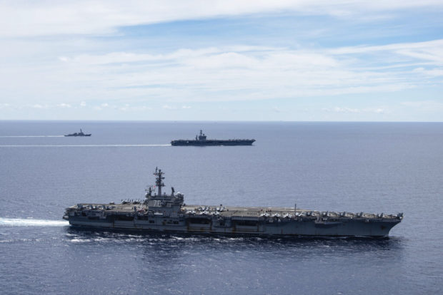 Tàu sân bay Mỹ dàn trận trên Biển Đông - Ảnh: Hải quân Mỹ
