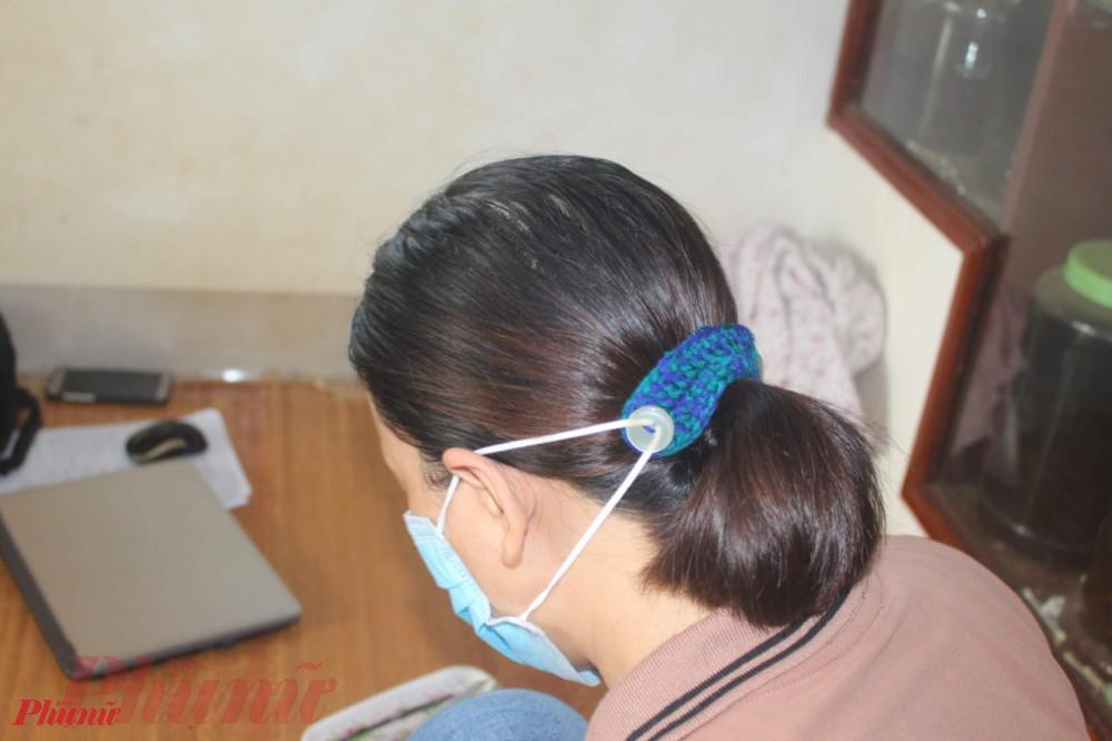 Đeo những chiếc tai giả giúp cho việc đeo khẩu trang trong thời gian dài không bị đau tai