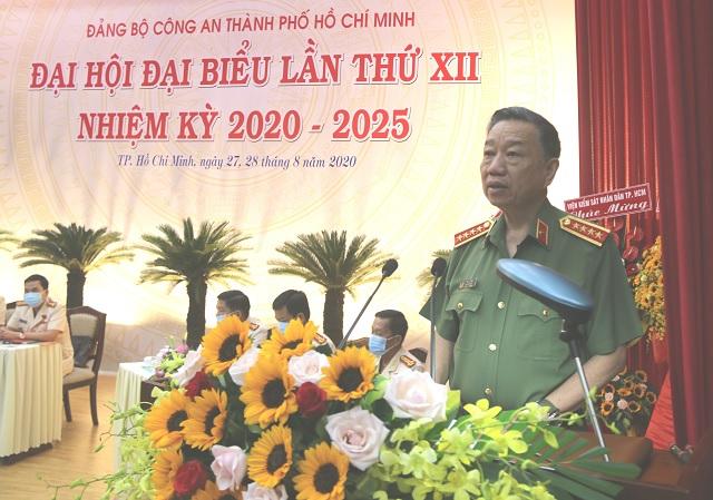 Đại tướng Tô Lâm, Bí thư Đảng ủy Công an Trung ương, Bộ trưởng Bộ Công an nhiệt liệt chúc mừng và biểu dương những kết quả, thành tích mà Đảng bộ Công an TPHCM đã đạt được trong nhiệm kỳ 2015 - 2020.