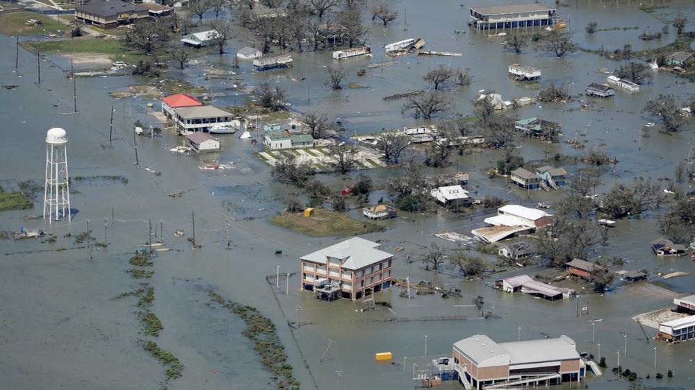 Nhà cửa và đường phố bị ngập sau cơn bão Laura tại vùng Hồ Charles. (Ảnh: AP)
