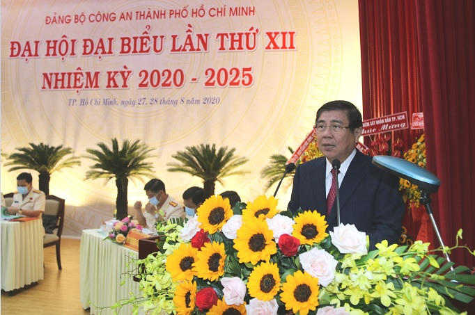 Đồng chí Nguyễn Thành Phong - Phó Bí Thư Thành ủy, Chủ tịch UBND TPHCM biểu dương, ghi nhận những nỗ lực và kết quả mà Đảng bộ Công an TP đã đạt được trong nhiệm kỳ vừa qua.