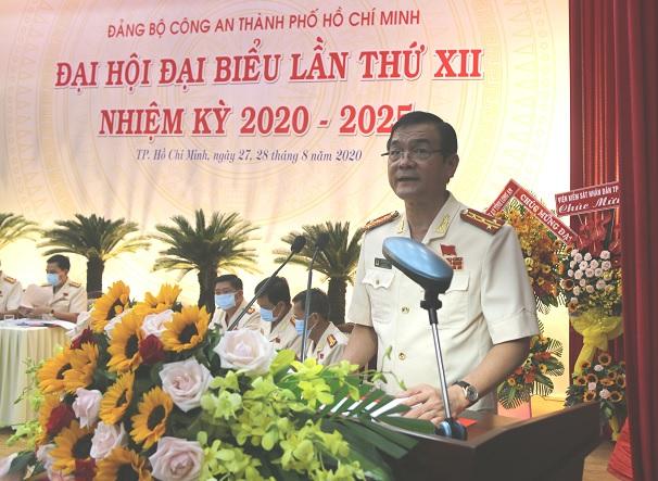 Đại tá Lê Hồng Nam, Giám đốc Công an TPHCM đã báo cáo tóm tắt tình hình, kết quả công tác của CATP trong nhiệm kỳ 2015 - 2020.