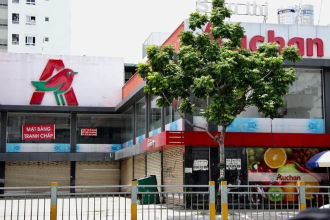 Siêu thị Auchan tại 332 Lũy Bán Bích đã đóng cửa - Ảnh: Khả Hòa/ TNO