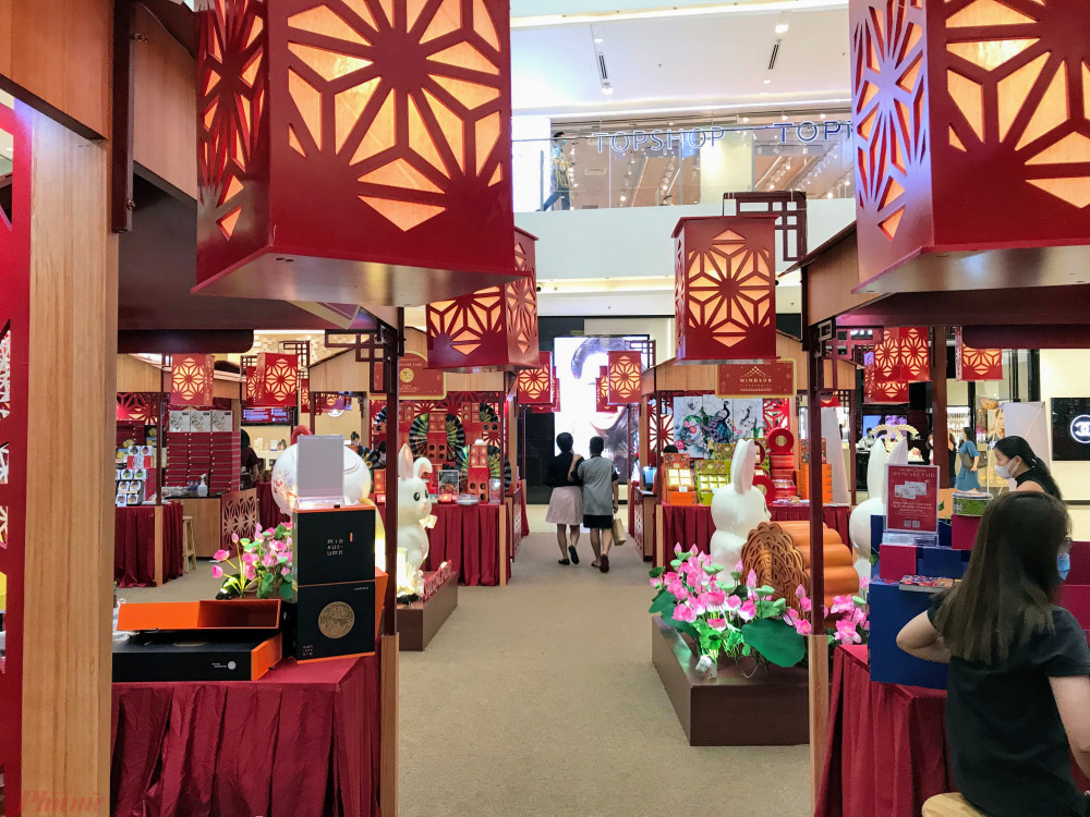 Theo đại diện một gian hàng tham gia triển lãm tại đây, khách hàng thường sẽ tập trung mua sắm, tham quan đông vào buổi tối hoặc cuối tuần. Kế từ