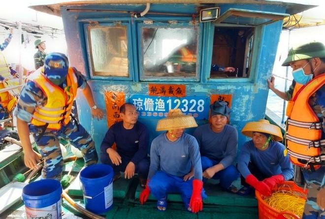 Tàu cá Trung Quốc số hiệu 12328 vì phạm lãnh hải Việt Nam