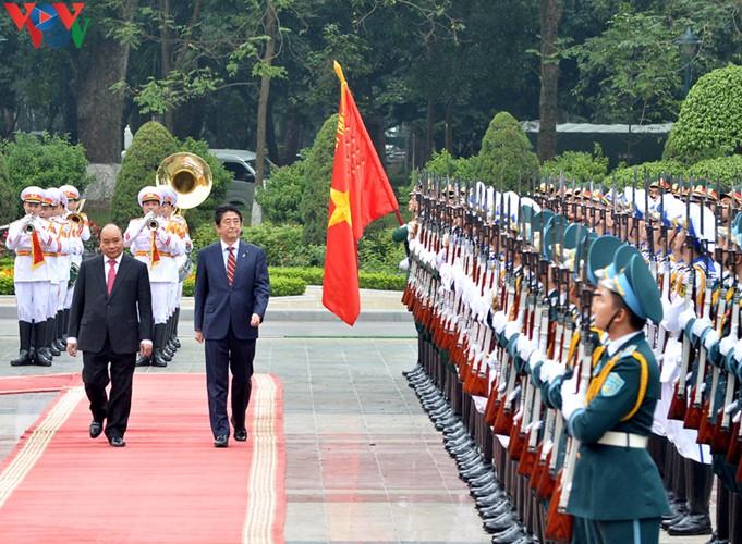 Chuyến thăm Việt Nam của Thủ tướng Abe vào tháng 1/2020 tái thể hiện sự coi trọng quan hệ Đối tác chiến lược sâu rộng của hai nước Việt Nam và Nhật Bản - Ảnh: vnembassy-jp.org