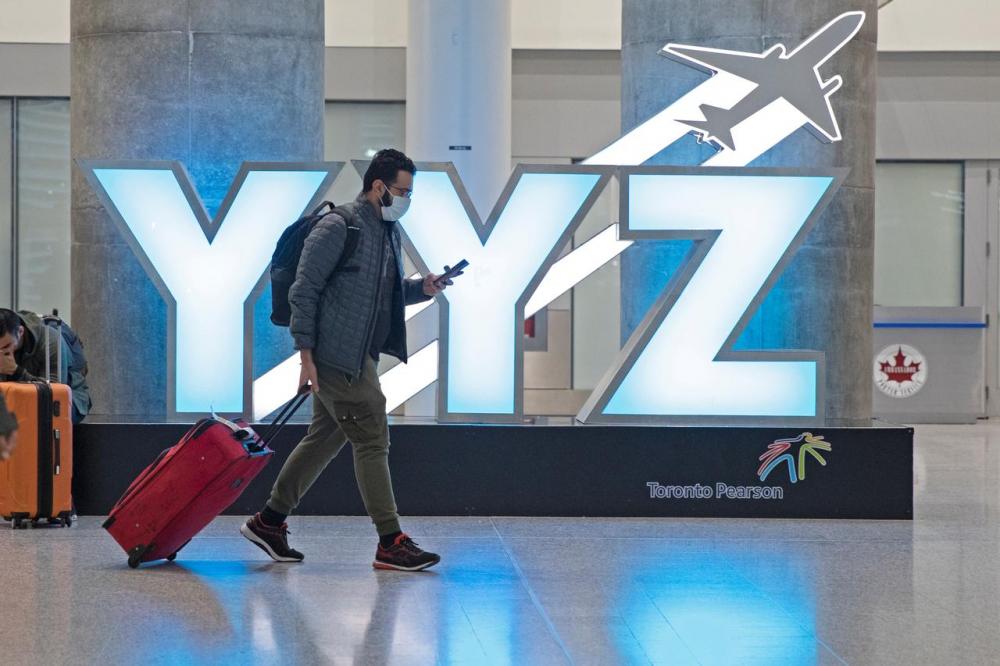 Phòng chờ sân bay Pearson ở Toronto, Ontario, Canada, ngày 13/3 khi dịch bệnh mới bùng phát - Ảnh: Reuters