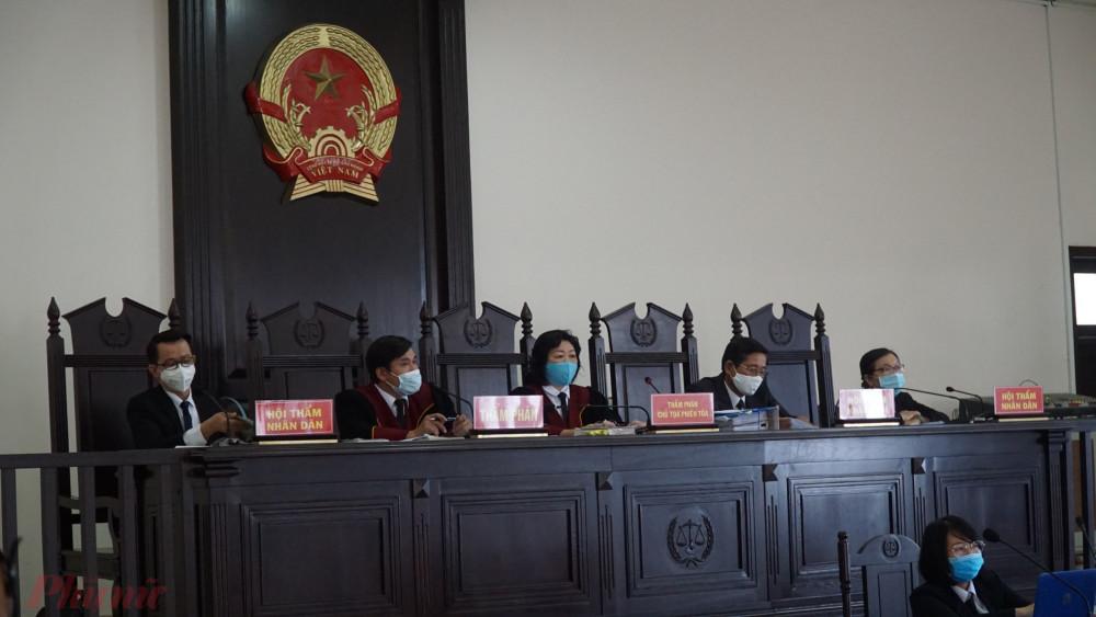"""TAND TP.Đà Nẵng xét xử tội """"Tổ chức cho người khác nhập cảnh Việt Nam trái phép"""" đối với nhóm người trên"""